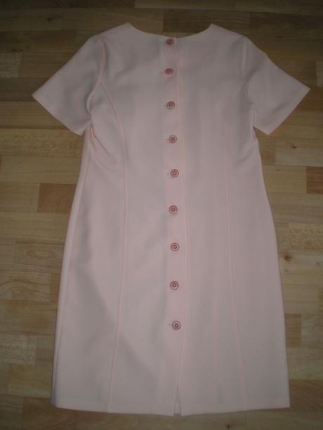 Ružové šaty, 40