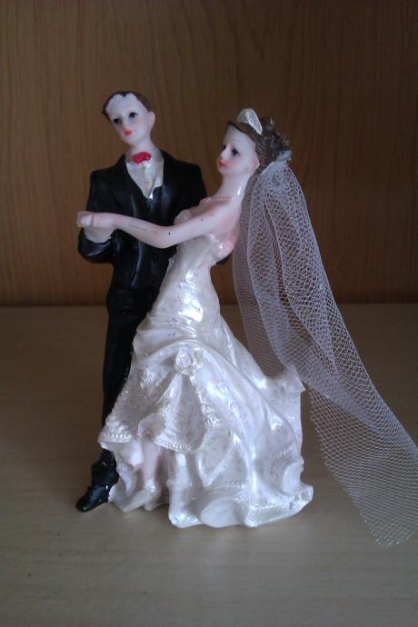 Ženích a nevesta na tortu,