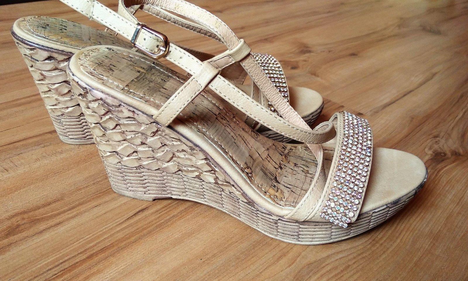 e191873450fa Kamienkové sandálky na platforme