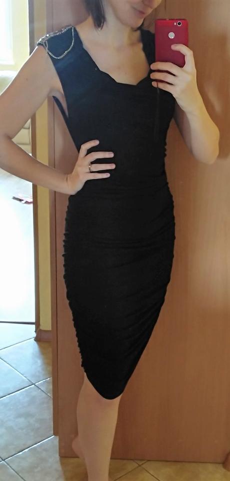 elegantné šaty so zaujímavým detailom, M