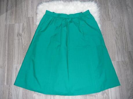 Zelená sukňa značky C&A, 48