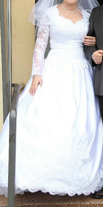 Krajkové svatební šaty, 40