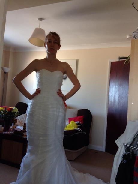 Prekrásne svadobné šaty s vlečkou, 38