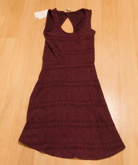 Lehké vínové šaty, 34