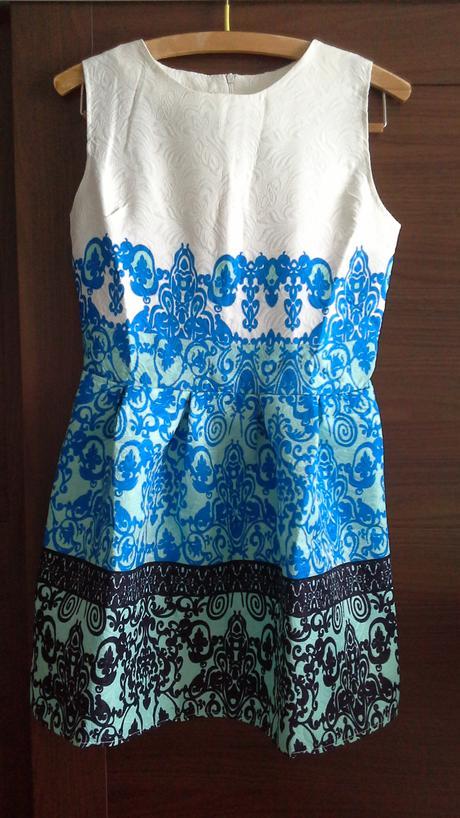 Šaty pro drobnou družičku, 34