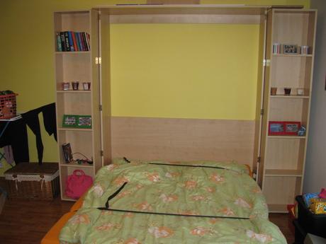 Sklopná postel 160cm s regálem,