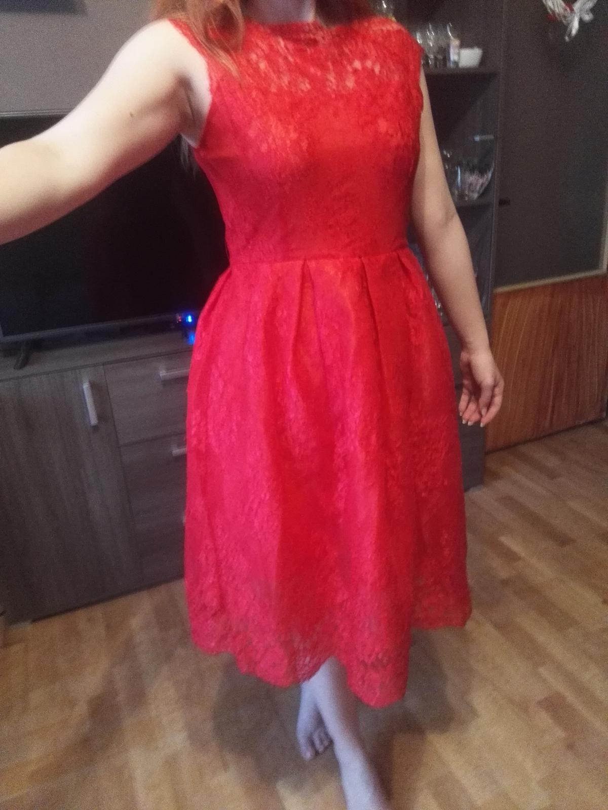 135c9bf88a0a Červené čipkované šaty