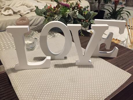 Písmena na stůl LOVE,