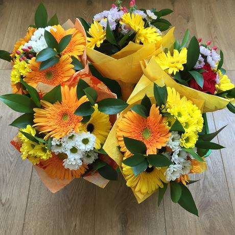 Kytice a kvety na stužkovú,