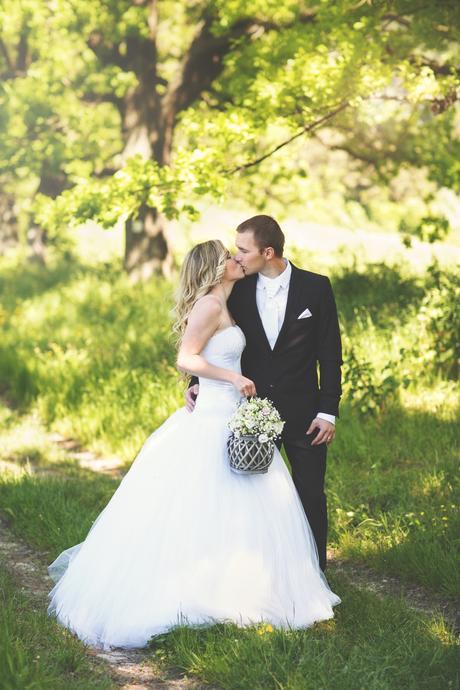 Svadobné šaty s perličkami, 38