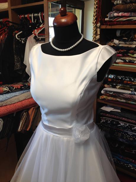 Svatební šaty a boty k prodeji, 38
