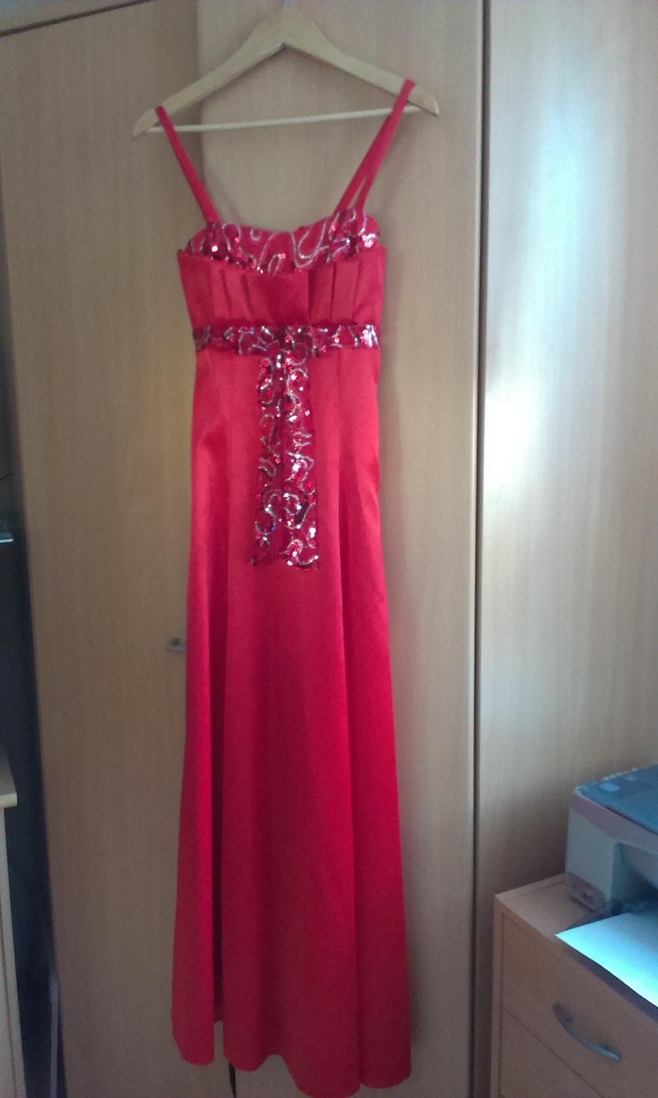 33b0b4d65a2d saténové červené spoločenské šaty v.36