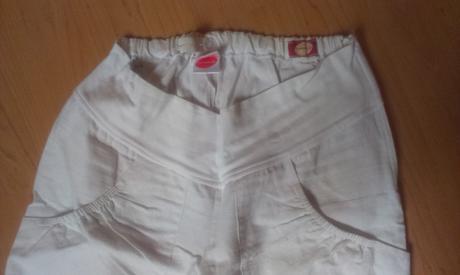 biele tehotenske nohavice, S