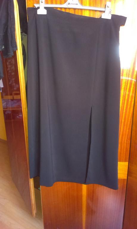Čierna dlhá sukňa s rozparkom v.48, 48