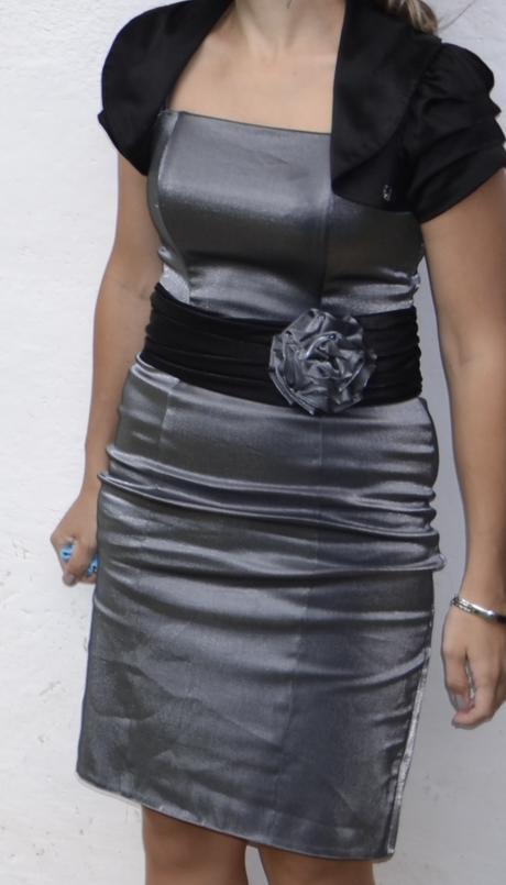 krátke lesklé šaty s opaskom 36-38, 37