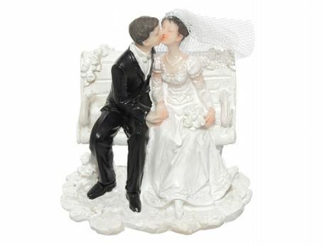 Figurka Nevěsta a ženich na lavičce,