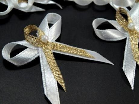 Svatební vývazek bílo zlatý,