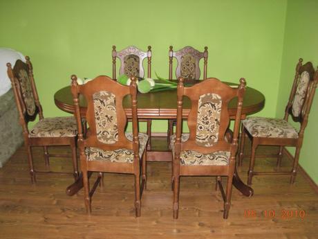 Jedálenský stôl so stoličkami,