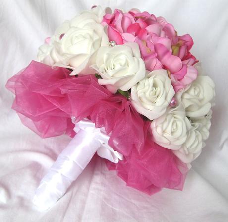 Svatební kytice tmavě růžová,