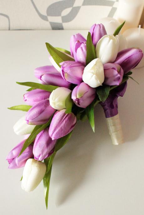 Svatební převislá kytice z tulipánů,