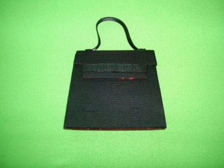 Kabelka spoločenská - čierna s červenými odrazmi, S