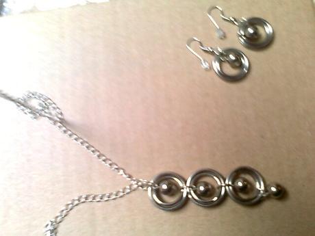 náhrdelník dlhší + náušnice,