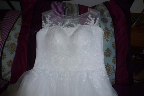 Nadčasové svadobné šaty, 38