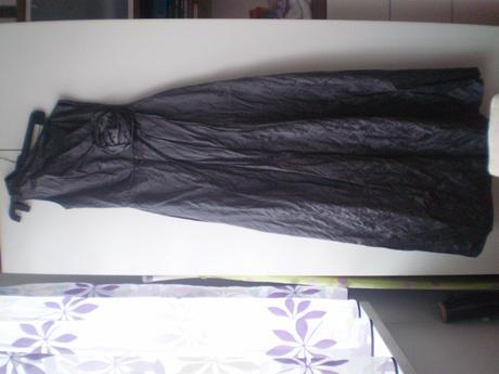 Nádherné šaty na jedno plece, 36
