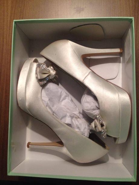 Svadobné topánky zn. MENBUR + pančušky v spreji, 39