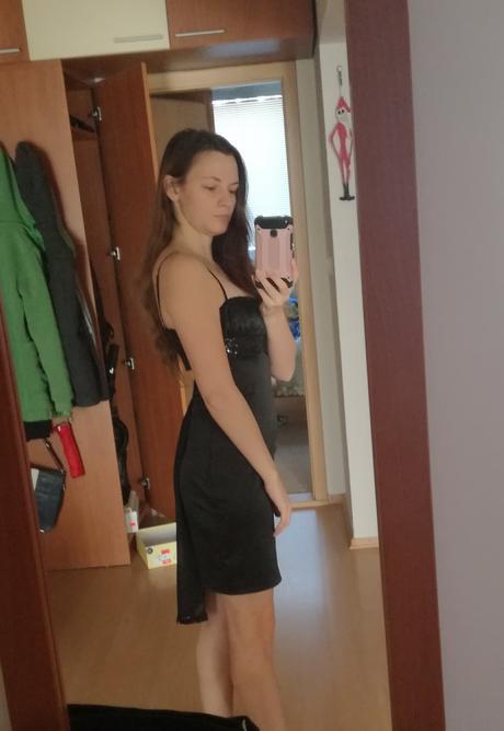 šaty s odhaleným chrbtom, 36