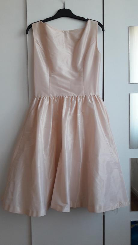 Šaty s tylovou podšívkou, 38