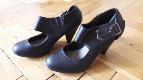 Černé boty na podpatku s páskem, vel.38, 38