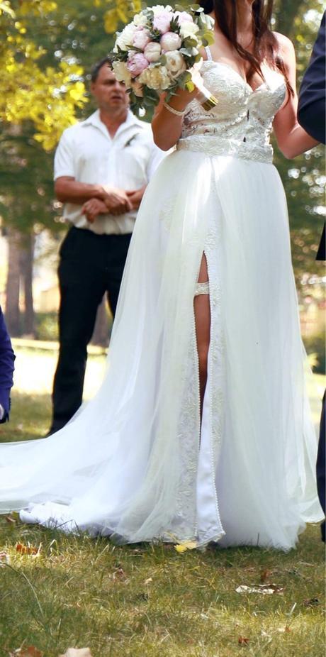 Svatební šaty s rozparkem, 36
