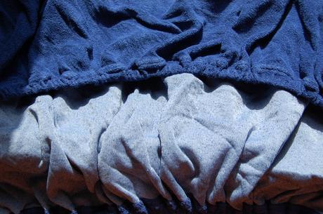 Hrube tmavomodre plachty na gumu,