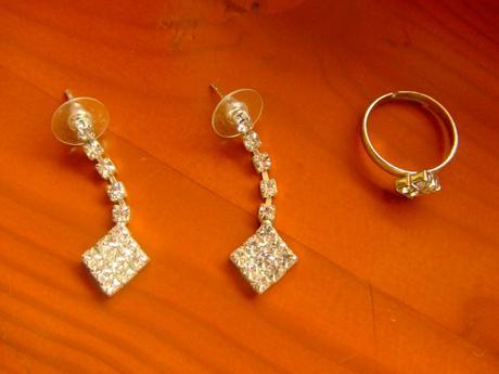 Náhrdelník, náušnice, prsteň,