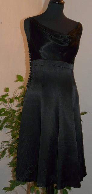 saténové šaty, 36