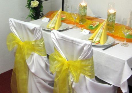 žlté stuhy na stoličky,