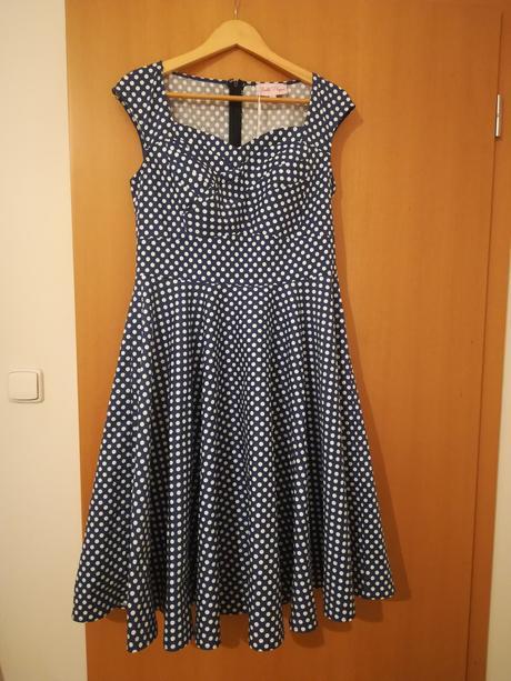 Retro šaty puntíkate , 40