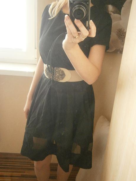 Šaty s priesvitným pásom , 36