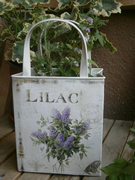 Plechové vintage vázy,