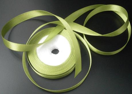 Saténová stuha- olivová,