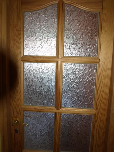 Drevené dvere presklené so zárubnou a klučkou,