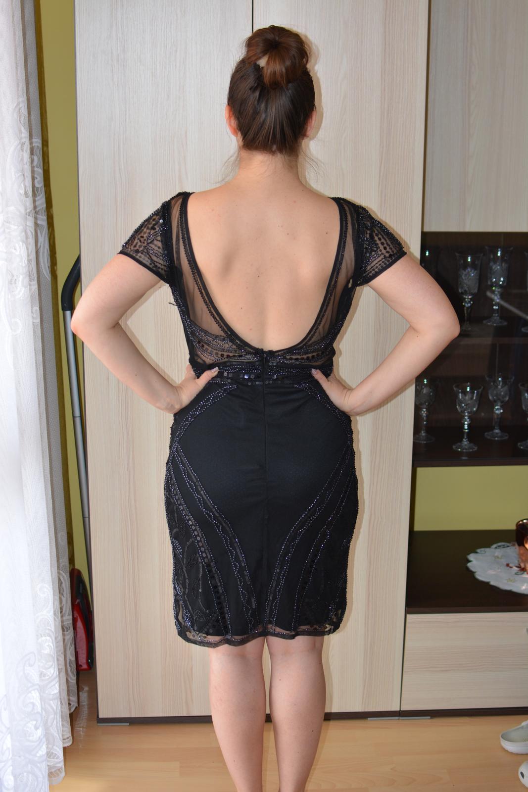 Nepoužité šaty s holým chrbtom a podprsenkou 487ea5e3d39