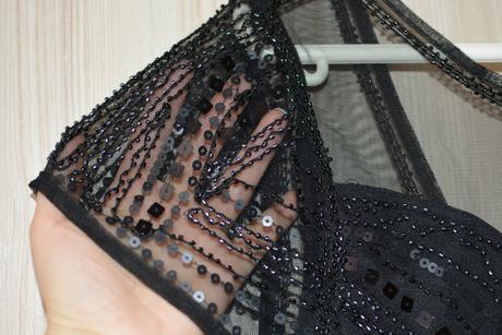 Nepoužité šaty s holým chrbtom a podprsenkou, 42