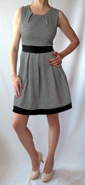 Pruhované šaty, M