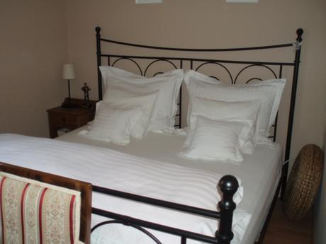 Kovová posteľ IKEA,