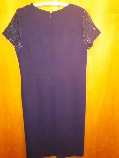 Tmavomodré šaty, 46