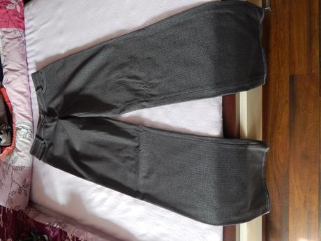Nohavicový kostým, 36