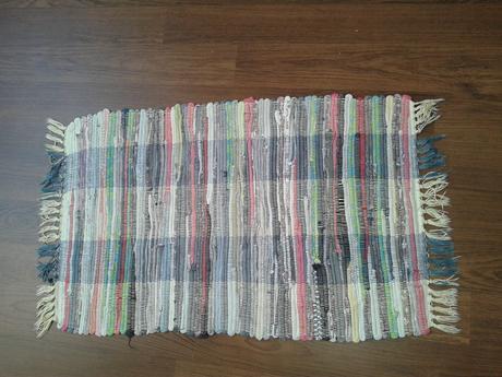 bledozelený tkaný koberček 87 x 49 cm,