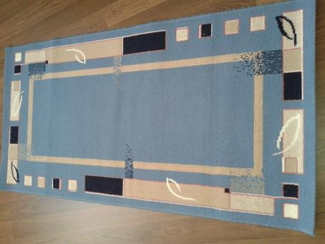 modrý plyšový koberec 153  x 77 cm,
